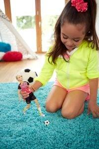 Barbie Muñeca Movimientos Deportivos Ultra Flexible Fútbol 11