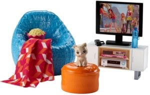 Barbie Muebles de la casa, TV y Accesorios Casa de Muñecas -Pack Conjunto de noche de Cine y Mascota 7